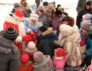 В рамках парада Дедов Морозов в Микашевичах прошла благотворительная акция «Защитим себя» (видео)