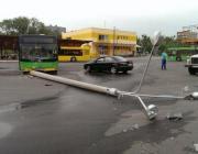 В Минске автобус врезался в столб: водителю стало плохо за рулем