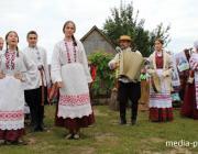 Как в Лунинецком районе семья устроила на своём подворье праздник для всей деревни