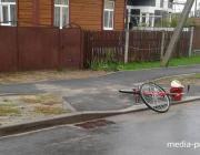 В Лунинце микроавтобус наехал на велосипедистку