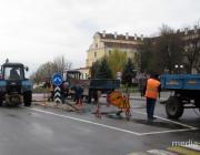 В Пинске на улице Белова демонтировали разделительную полосу