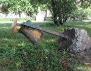 В Пинском детском парке демонтируют урны. Куда деваться мусору?