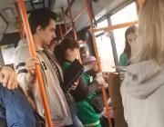 """""""Нужно защищаться"""". В автопарке Гомеля объяснили, почему у школьницы в автобусе забрали справку"""