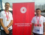 Волонтёры из Лунинца получили медали на Минском полумарафоне