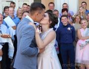 Женихи и невесты «повзрослели»: кто женился в прошлом году