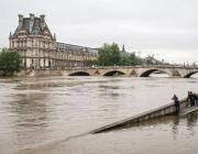 В Париже уровень воды в Сене достиг пика