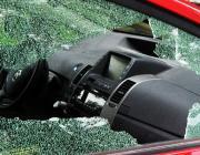 В Микашевичах неизвестные разбили стёкла в двух автомобилях