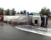 Пинчанин перевернулся на фуре перед витебским СИЗО (видео)