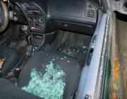 Пинчанин припарковал автомобиль возле дома, а ему разбили стекло