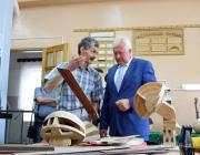 В Пинске открыли мастерскую по изготовлению и ремонту народных музыкальных инструментов