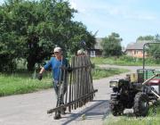 Жители деревни Лосичи вышли на субботник