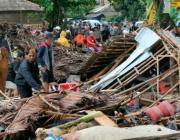 Страшные последствия цунами в Индонезии: на пляже смыло концерт, 222 погибших и 800 раненых