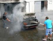 В Пинске в гаражном кооперативе сгорел BMW