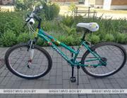 На краденом велосипеде в чужих кроссовках, затарившись закатками…