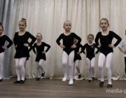 Балетный класс в Давид-Городке в ожидании фортепиано