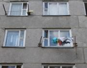 Странный случай. В Березовке женщина вытолкнула в окно соседку: надоело, что та жалуется на жизнь