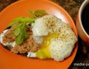 КАК подать тосты с яйцом-пашот и рикоттой