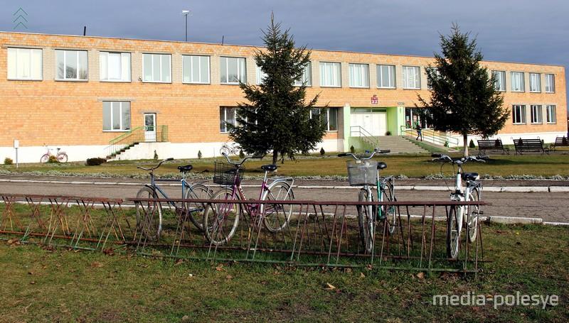 В Столинском районе ученикам сельской школы запретили ездить на уроки на велосипеде