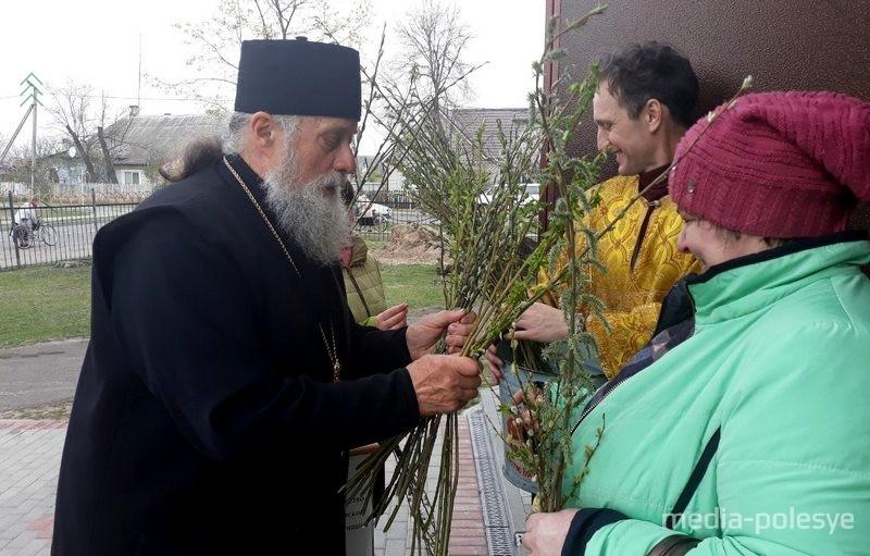 В православных храмах освящают веточки вербы - символ приветствия Христа, его входа вИерусалим. Фото из архива МП, 2019 год