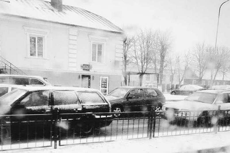 Небольшая транспортная пробка на улице Первомайской