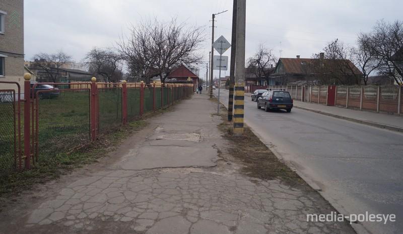 Пешеходная дорожка по улице Ленинградской