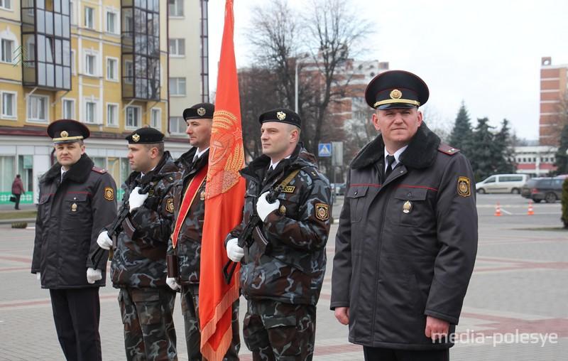Знамя с советской символикой
