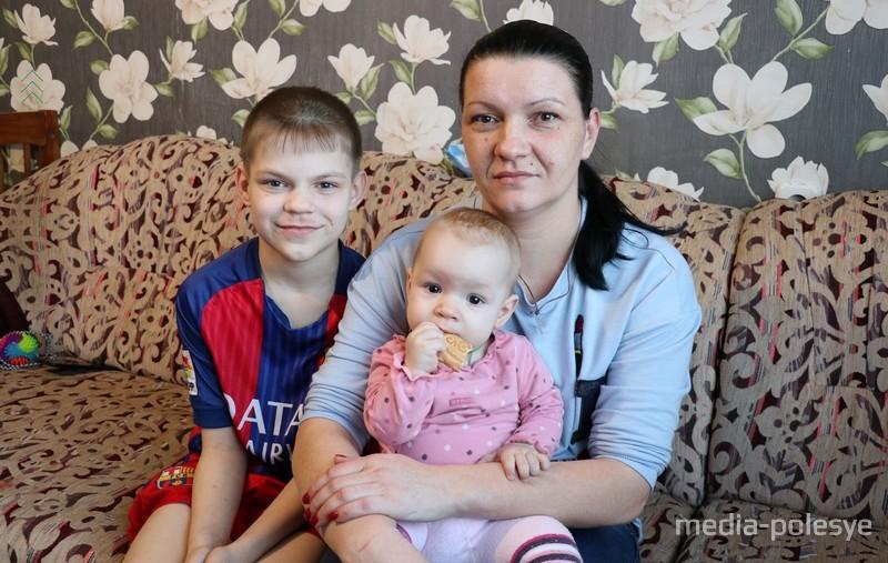 Мирослава вместе со своей мамой и братом