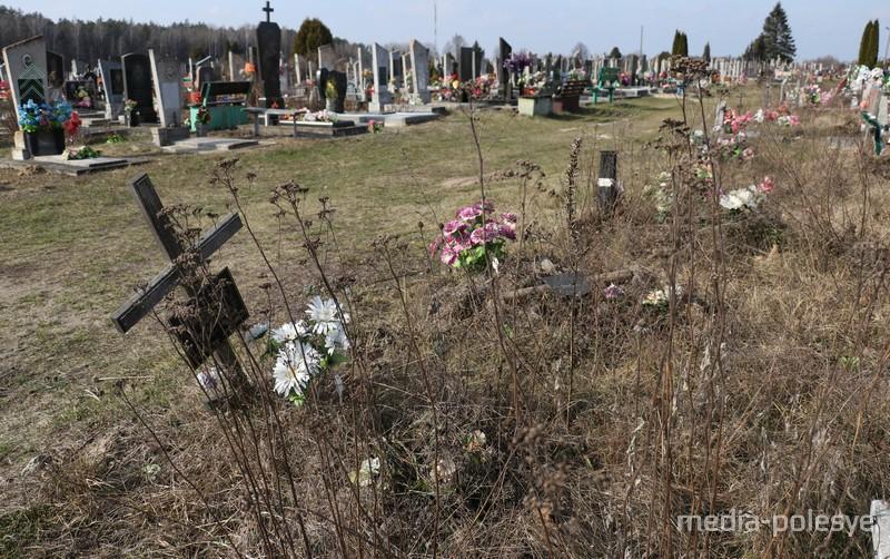 Так выглядят могилы сирот
