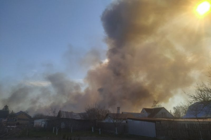 Пожар в районе деревни Пинковичи. Фото Андрея Кухновца