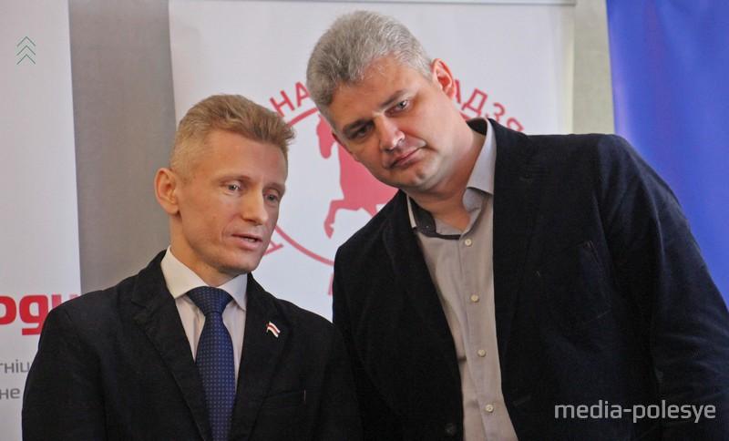Юрий Губаревич справа (Движение «За свободу)