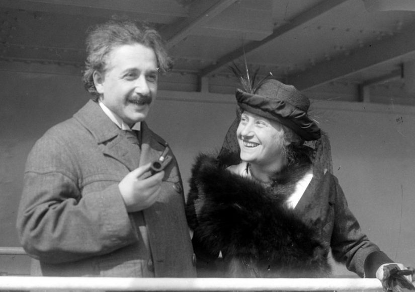 Эйнштейн с женой Эльзой. Фото: ru.wikipedia.org