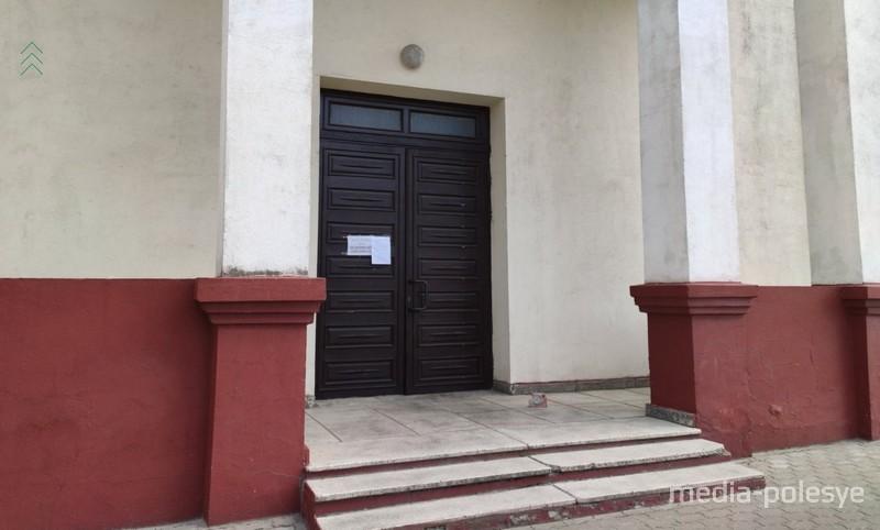 Отдельный вход в здание