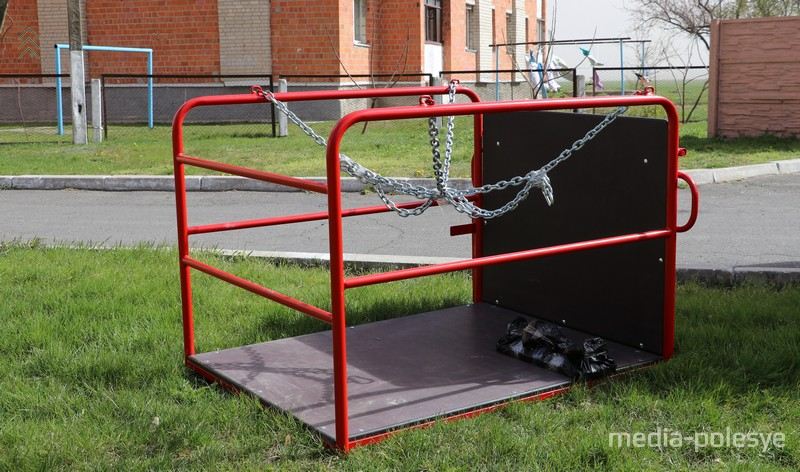 Конструкция для катания людей, которые передвигаются на инвалидном кресле