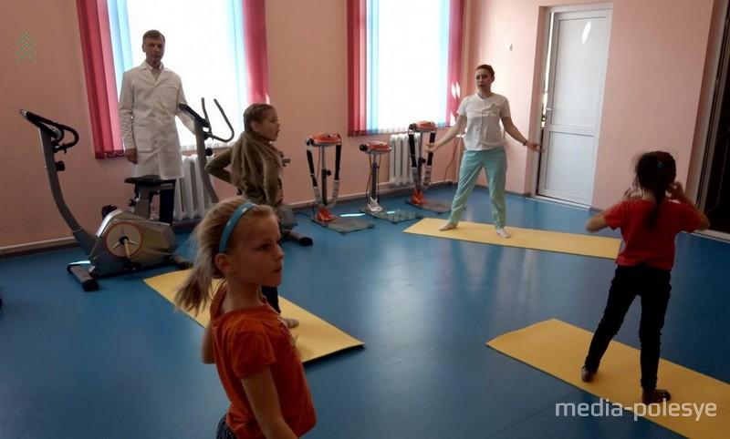 Игорь Леонидович Невар во время занятий ЛФК
