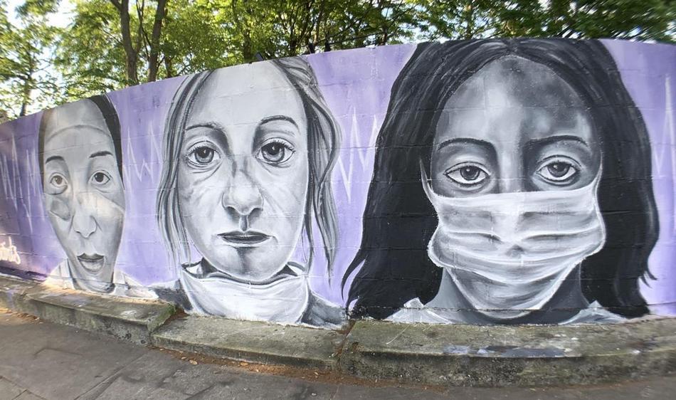 «Наши медсестры - наши святые». Граффити художника Bandit в Лос-Анджелесе