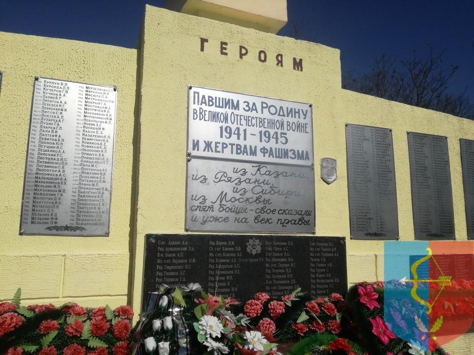 Братская могила советских воинов и партизан в деревне Лемешевичи