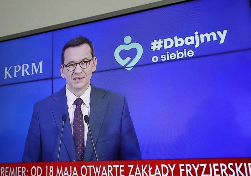 Премьер Польши Матеуш Моравецкий на пресс-конфенерции объявляет о начале III этапа отмены отмены ограничений, связанных с коронавирусом. Фото: PAP/Paweł Supernak
