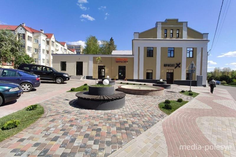 Посмотрите, какой сквер с фонтаном появился в Пинске
