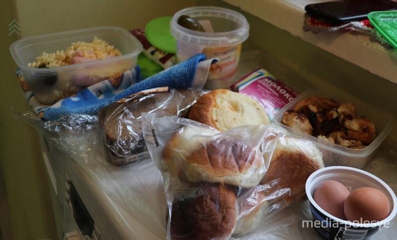 Волонтёры кормят одиноких стариков. И просят о помощи