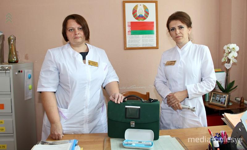 Оксана Маринич и помощник врача Наталья Зельманчук