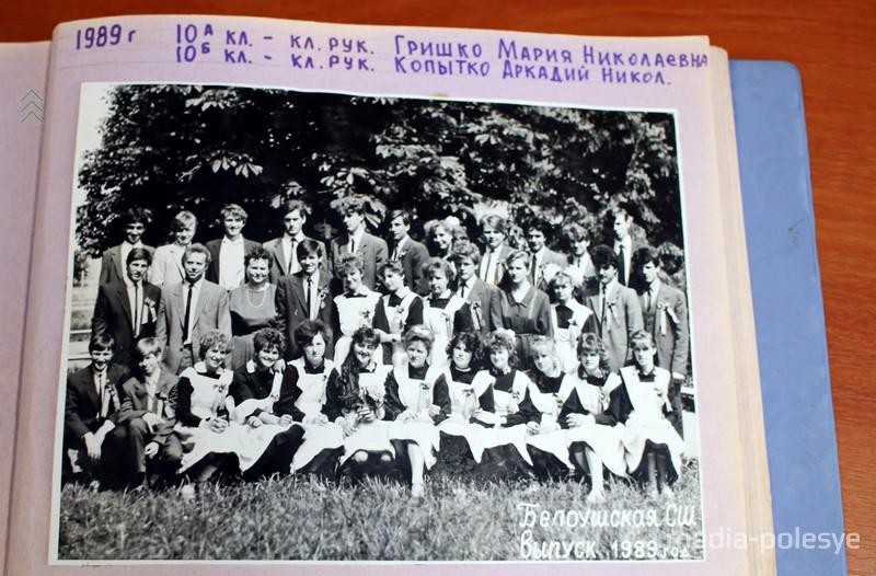 Игорь Луцкий с учителями и одноклассниками в год окончания школы