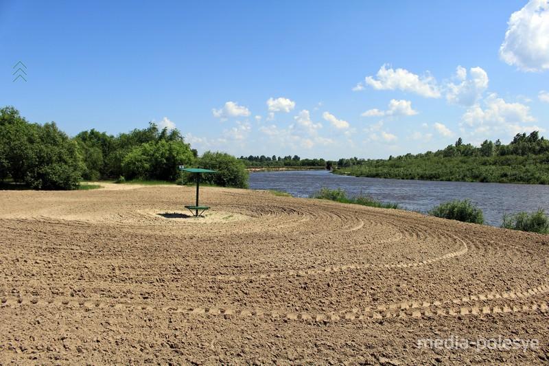 Пляж на реке Горынь в Речице