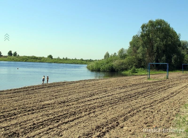 Пляж в заливе Ольховка