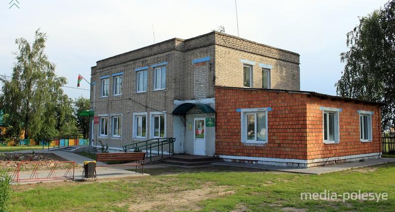 Лядецкий сельисполком и местный ФАП сегодня соседи
