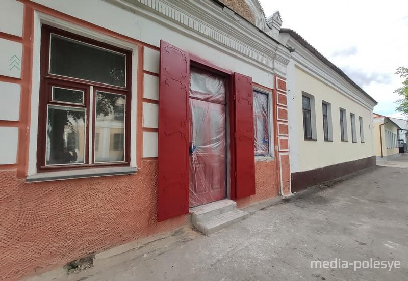 Так здание выглядело до покраски фасада