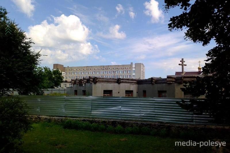 Вид на будущий храм со стороны детской стоматологии