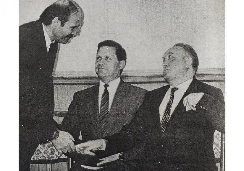 Регистрация кандидатов. Слева направо: Александр Лукашенко, Василий Новиков, Вячеслав Кебич. Фото: газета «Свабода», 1994 год