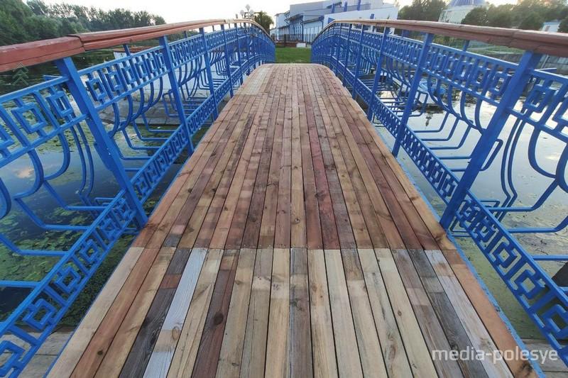 Мост на набережной после ремонта