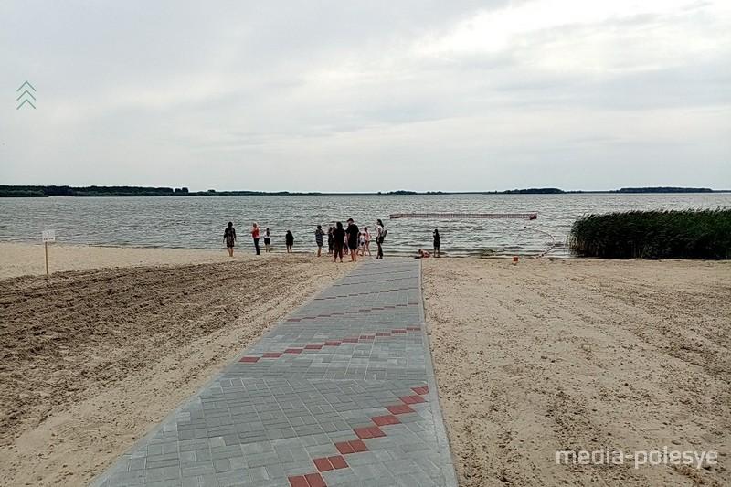 В Пинском районе открыли первый в Брестской области инклюзивный пляж