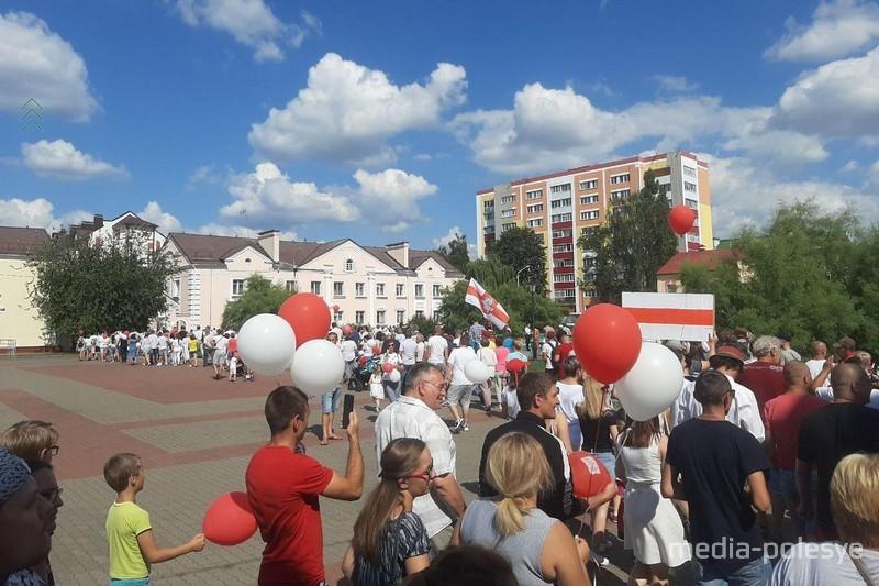 Многолюдный митинг 16 августа в Лунинце обошёлся без эксцессов
